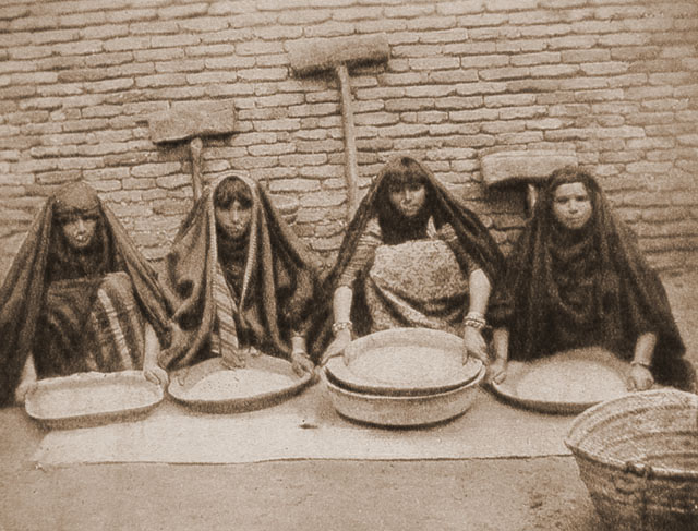 Hasso Brs Arab woman crushing rice