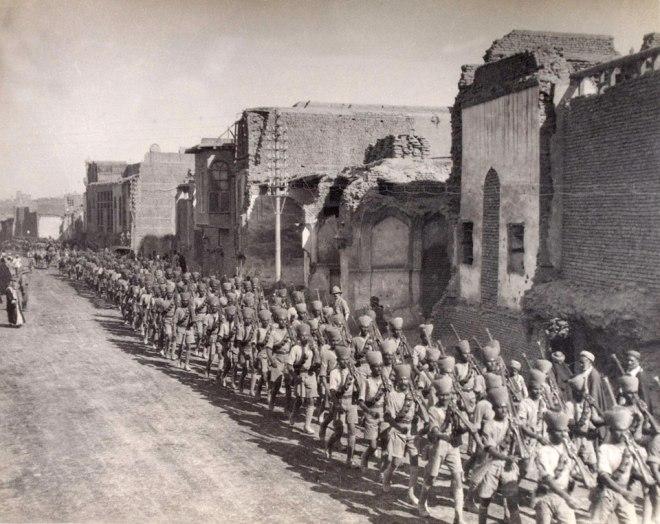 القوات الهندية في شارع الرشيد